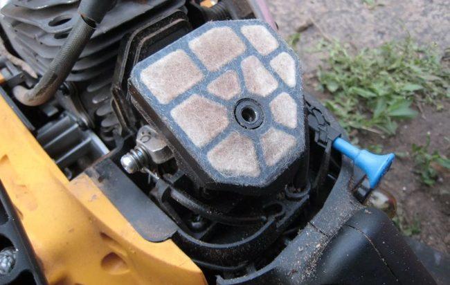 грязный воздушный фильтр партнер 350