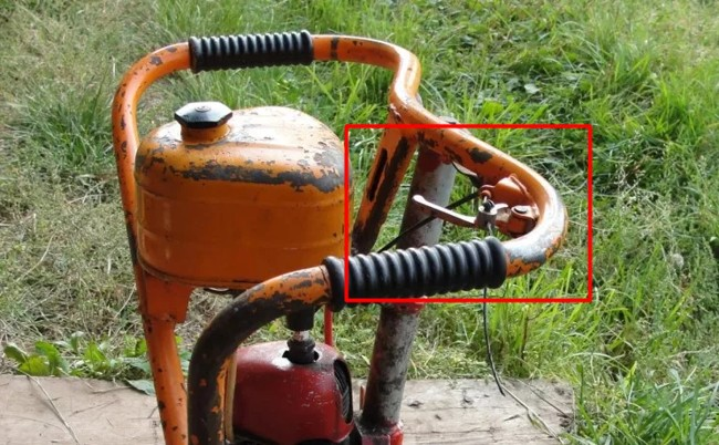 курок газа, который регулирует открытие заслонки на дружбе 4